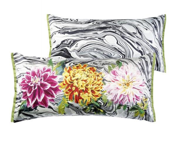 coussin rectangulaire imprimé de fleurs