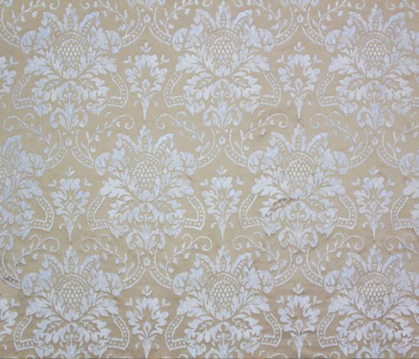 Tissu soyeux au motif floral