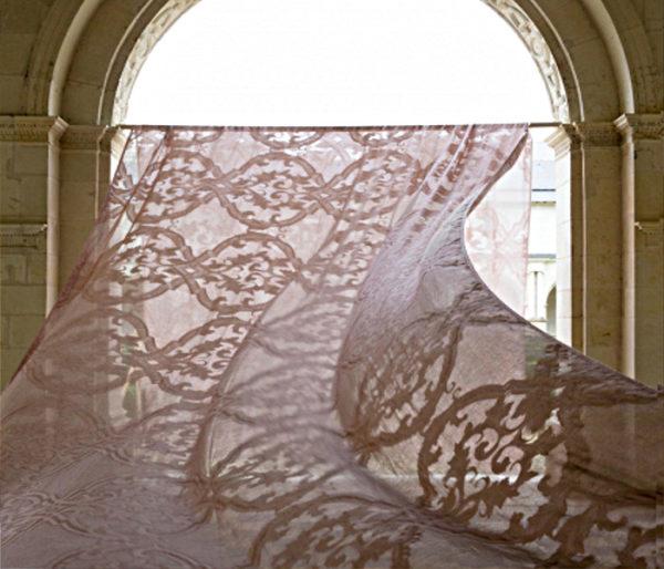 Voilage imprimé de grandes arabesques