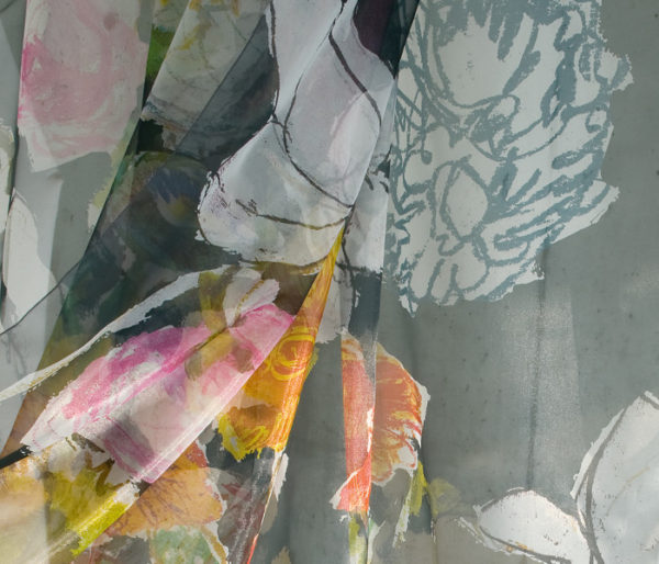 Voilage imprimé d'un dessin de fleur