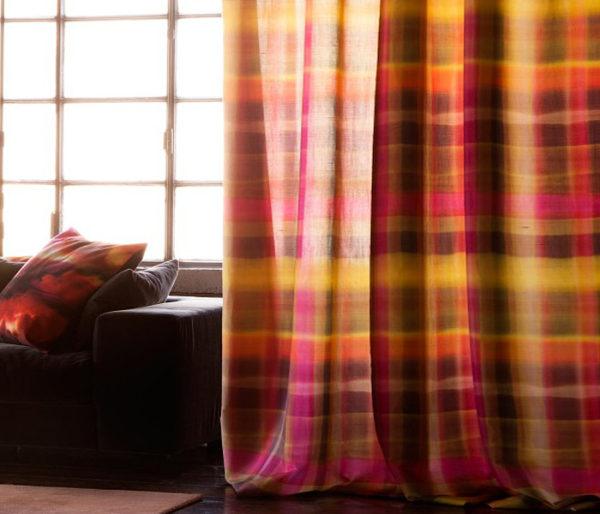 Velours imprimé d'un motif de tartan écossais