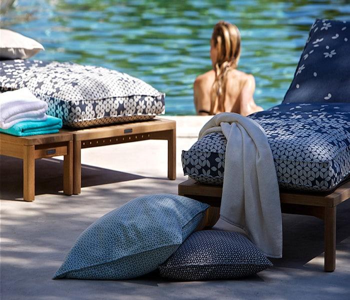 Chaises longues recouvertes de tissu outdoor