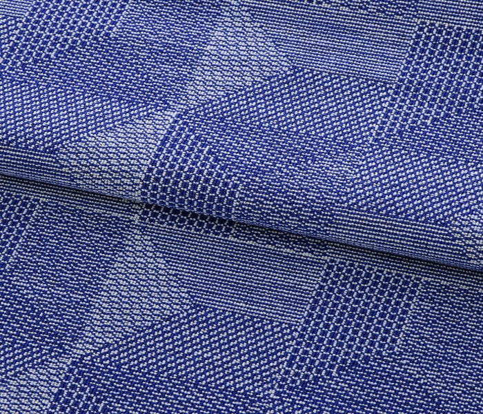 Laine texturée aux motifs contemporains