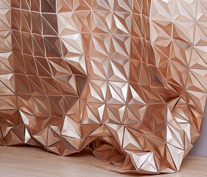 Tissu composé de multiples facettes