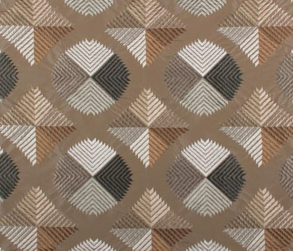 Soie brodée de motifs géométriques