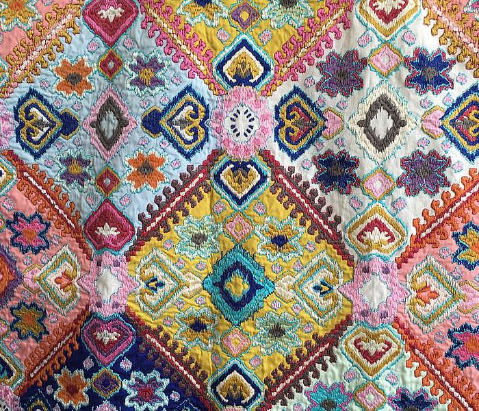 Tissu brodé de motifs Amérindiens
