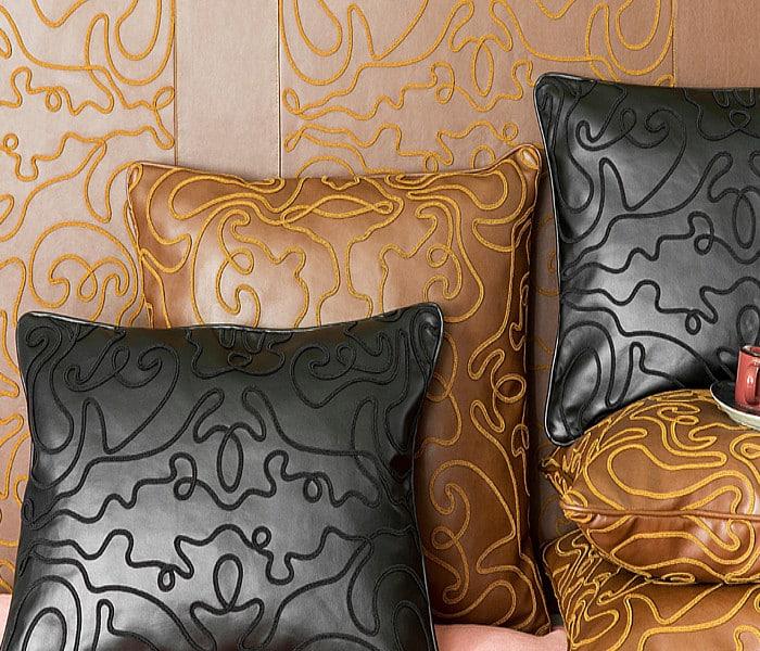 Tissu effet cuir avec broderies