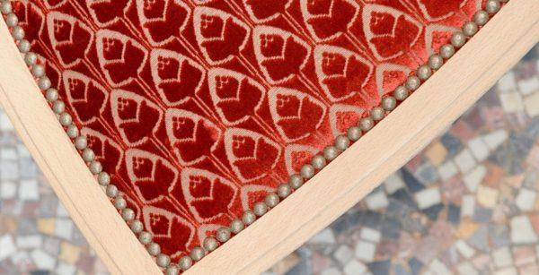 Tissu imprimé d'un motif de tulipe stylisée
