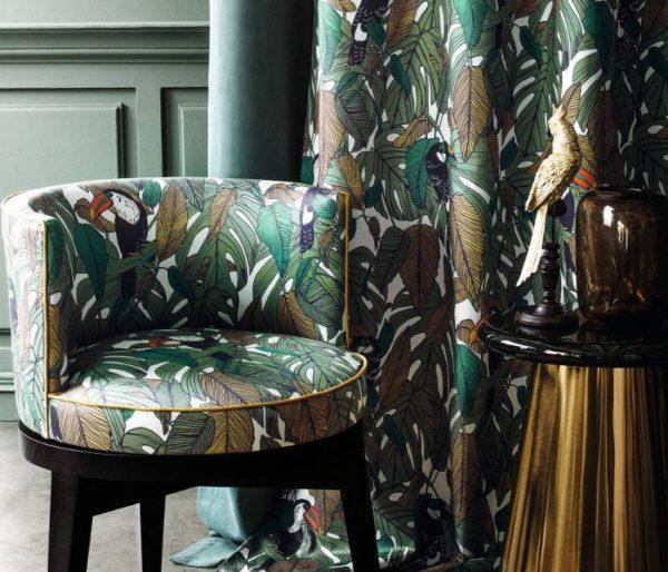 Rideaux et sièges aux motifs de jungle