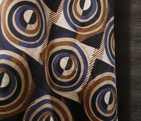 Tissu aux motifs hypnotiques