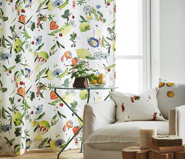 tissu imprimé de fruits et de fleurs