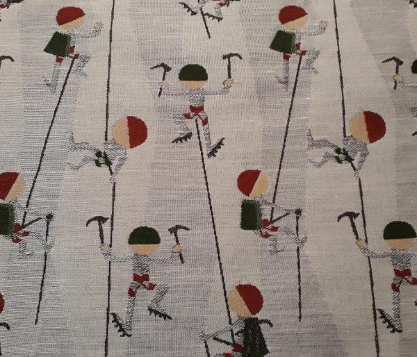 coussin décoratif brodé de motifs d'alpinisme
