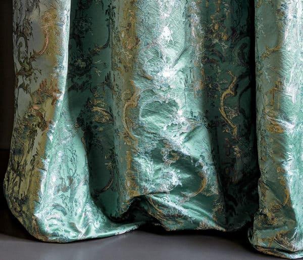 rideaux satin brodé de dorures