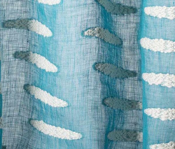 voilage brodé de petits nuages de coton