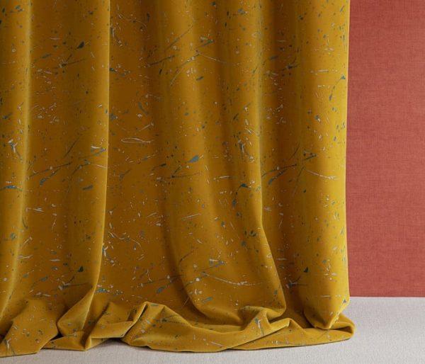 tissu velours avec projections de peinture