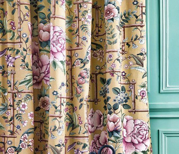 coton imprimé d'un motif floral classique