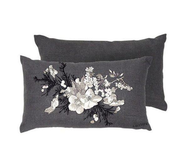 coussin enl in brodé de fleurs