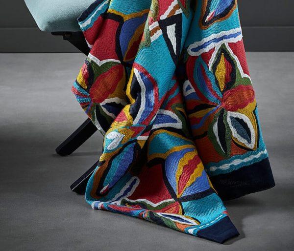 tissage de fleurs trés colorées pour siège